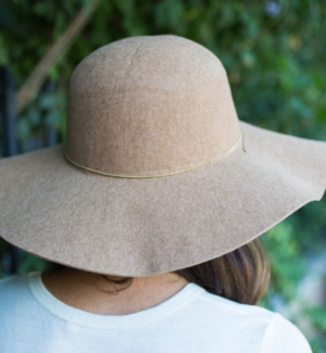 METALLIC BAND FLOPPY HAT - TAN