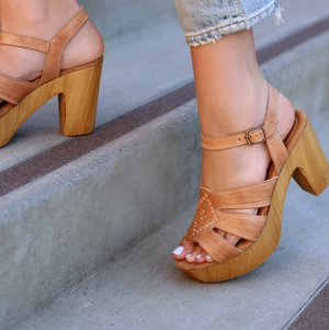 SBICCA BIANCO TAN LEATHER PLATFORM HEELS
